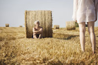 A naked man reclining against a hay bale 11016014234| 写真素材・ストックフォト・画像・イラスト素材|アマナイメージズ