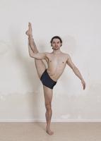 Portrait of confident man doing yoga against white background 11016033447| 写真素材・ストックフォト・画像・イラスト素材|アマナイメージズ