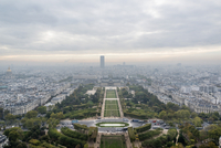 Aerial view of Paris taken from the Eiffel Tower on a cloudy day 11016033625| 写真素材・ストックフォト・画像・イラスト素材|アマナイメージズ