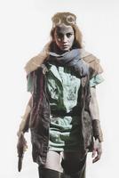 Young woman wearing jacket holding gun against white background 11016033666| 写真素材・ストックフォト・画像・イラスト素材|アマナイメージズ