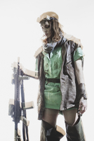 Young woman wearing goggles holding rifle while standing against white background 11016033669| 写真素材・ストックフォト・画像・イラスト素材|アマナイメージズ