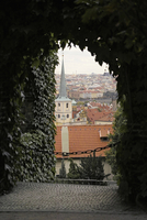 View of church and city seen through ivy covered archway, Prague, Czech Republic 11016035398| 写真素材・ストックフォト・画像・イラスト素材|アマナイメージズ
