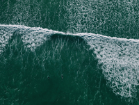 Aerial view of people surfing in sea, False Bay, Cape Town, South Africa 11016035497  写真素材・ストックフォト・画像・イラスト素材 アマナイメージズ