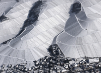 Aerial view of town by snow covered agricultural fields, Hohenheim, Stuttgart, Baden-Wuerttemberg 11016035508| 写真素材・ストックフォト・画像・イラスト素材|アマナイメージズ