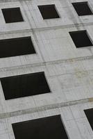 Full frame shot of concrete building with windows 11016035785  写真素材・ストックフォト・画像・イラスト素材 アマナイメージズ