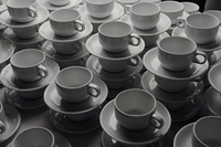 Stacks of coffee cups and saucers 11016035789  写真素材・ストックフォト・画像・イラスト素材 アマナイメージズ