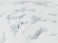 Aerial view of snow covered mountains 11016035793  写真素材・ストックフォト・画像・イラスト素材 アマナイメージズ