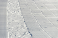 High angle view of freshly groomed corduroy covers ski trail 11016035796  写真素材・ストックフォト・画像・イラスト素材 アマナイメージズ