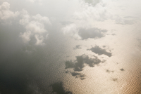 Aerial view of clouds over seascape 11016035950  写真素材・ストックフォト・画像・イラスト素材 アマナイメージズ