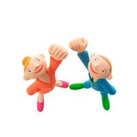 手をグーにして片手を上げる男の子と女の子 クラフト 11017000005| 写真素材・ストックフォト・画像・イラスト素材|アマナイメージズ