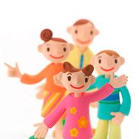 仲のよい家族 クラフト 11017000023| 写真素材・ストックフォト・画像・イラスト素材|アマナイメージズ