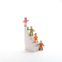階段と人のオブジェ クラフト 11017000112| 写真素材・ストックフォト・画像・イラスト素材|アマナイメージズ