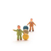 球体と人のオブジェ クラフト 11017000130  写真素材・ストックフォト・画像・イラスト素材 アマナイメージズ