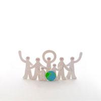 ポーズをとって並ぶ人々 クラフト 11017000165| 写真素材・ストックフォト・画像・イラスト素材|アマナイメージズ