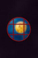 月と窓の和のイメージ 11017000713| 写真素材・ストックフォト・画像・イラスト素材|アマナイメージズ