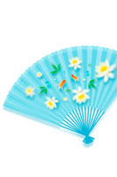 金魚と花の模様の青い扇子