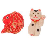 招き猫と鯛のオブジェ クラフト 11017001393| 写真素材・ストックフォト・画像・イラスト素材|アマナイメージズ