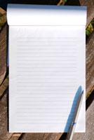 便せんとペン 11017001686| 写真素材・ストックフォト・画像・イラスト素材|アマナイメージズ