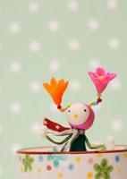 花の妖精のクラフト 11017001732| 写真素材・ストックフォト・画像・イラスト素材|アマナイメージズ