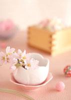 桜の花とピンクの雛あられ 11017002421| 写真素材・ストックフォト・画像・イラスト素材|アマナイメージズ