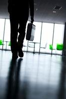 ビジネスマンのシルエット 11017003251| 写真素材・ストックフォト・画像・イラスト素材|アマナイメージズ
