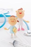医療器具と看護師のクラフト 11017004346| 写真素材・ストックフォト・画像・イラスト素材|アマナイメージズ