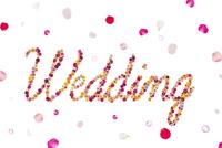 花で作ったWeddingの文字