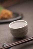 日本酒と箸