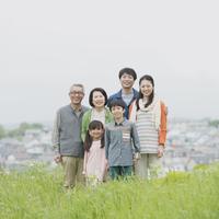 街並みと3世代家族