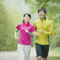 ジョギングをするカップル