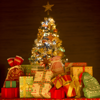 プレゼントとクリスマスツリー 11017015521  写真素材・ストックフォト・画像・イラスト素材 アマナイメージズ