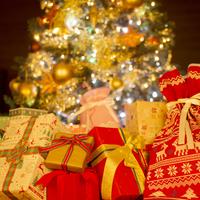 プレゼントとクリスマスツリー