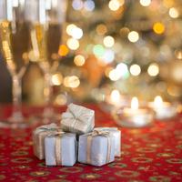 小さなプレゼント 11017015593  写真素材・ストックフォト・画像・イラスト素材 アマナイメージズ