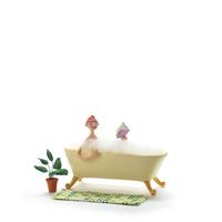 お風呂に入りながら読書をする女性 クラフト