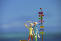 海辺に立つ夫婦と道しるべ クラフト