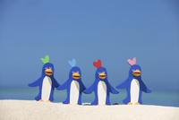 砂浜で並んで歌うペンギンたちと海 クラフト