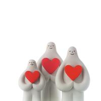 ハートを抱えて並ぶ白い人たち クラフト 11017017939| 写真素材・ストックフォト・画像・イラスト素材|アマナイメージズ