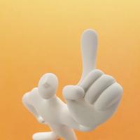 左手の人差し指を立てる人のオブジェとオレンジ クラフト