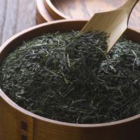 茶さじですくう緑茶 11017018077| 写真素材・ストックフォト・画像・イラスト素材|アマナイメージズ