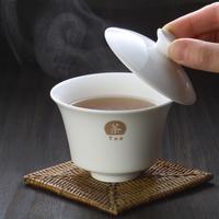 中国茶の入った茶器