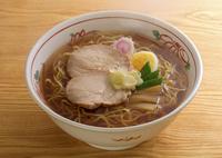醤油ラーメンの丼 11017018130| 写真素材・ストックフォト・画像・イラスト素材|アマナイメージズ