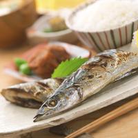 皿盛りの焼き秋刀魚