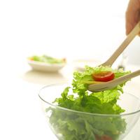 サラダを作る人
