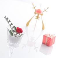 赤いバラのフラワーアレンジメント 11017018359| 写真素材・ストックフォト・画像・イラスト素材|アマナイメージズ