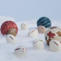 雪原の上のウサギと手まり 干支のクラフト