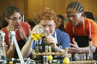 students in science class 11018027373| 写真素材・ストックフォト・画像・イラスト素材|アマナイメージズ
