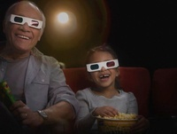 Grandfather and granddaughter watching 3-D movie in theater 11018037866| 写真素材・ストックフォト・画像・イラスト素材|アマナイメージズ