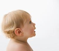 Curious Caucasian baby boy 11018039854| 写真素材・ストックフォト・画像・イラスト素材|アマナイメージズ
