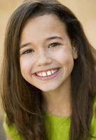 Smiling Hispanic girl 11018042219| 写真素材・ストックフォト・画像・イラスト素材|アマナイメージズ