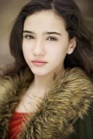 Serious Hispanic girl 11018042223| 写真素材・ストックフォト・画像・イラスト素材|アマナイメージズ